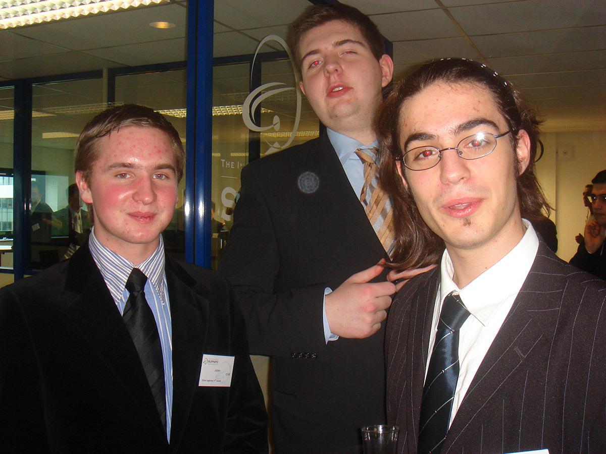 Julien Cyr, directeur des opérations, Guillaume Lesur, professional advisor, et Sylvain Kalache, co-fondateur. Photo prise en 2007 dans les locaux de SUPINFO lorsqu'ils y étaient étudiants.